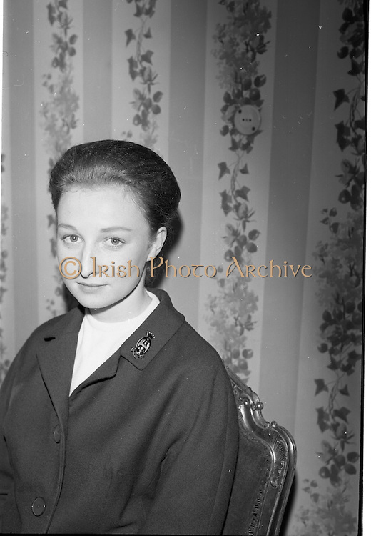 09/03/1964<br /> 03/09/1964<br /> 09 March 1964<br /> Coty Demonstration at Brown Thomas  and Co., Grafton Street, Dublin. Miss Jane Evans a Coty Beauty Consultant would give two cosmetics demonstrations daily for a fortnight to groups of girls from Dublin Schools. Picture shows Miss Jane Evans, Coty Beauty Consultant who would give the demonstrations at Brown Thomas.