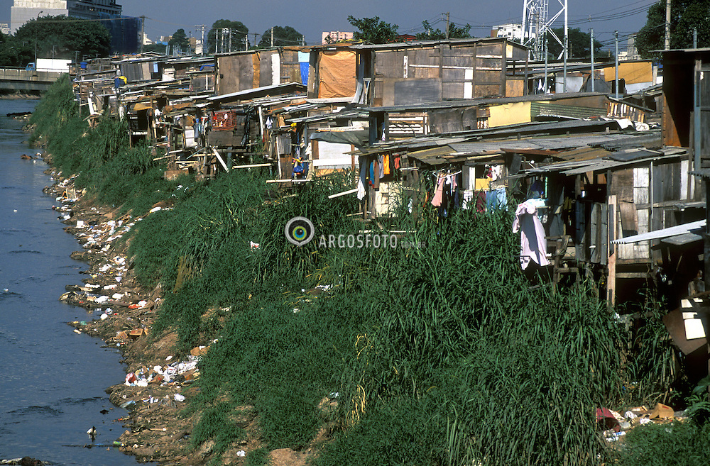Sao Paulo, SP,Brasil. s/data.Favela do Gato, as margens  do Rio Tamanduatei, no Bom Retiro em Sao Paulo./ Cat Slum at the margins of Tamanduatei River, in Sao Paulo..Foto Daniel Augusto Jr/Argosfoto