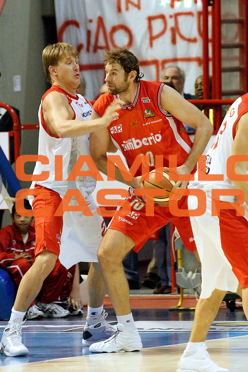 DESCRIZIONE : Pistoia Lega A2 2008-09 Carmatic Pistoia Cimberio Varese<br /> GIOCATORE : Galanda Giacomo<br /> SQUADRA : Cimberio Varese<br /> EVENTO : Campionato Lega A2 2008-2009<br /> GARA : Carmatic Pistoia Prima Veroli<br /> DATA : 19/10/2008<br /> CATEGORIA : Passaggio<br /> SPORT : Pallacanestro<br /> AUTORE : Agenzia Ciamillo-Castoria/Stefano D'Errico