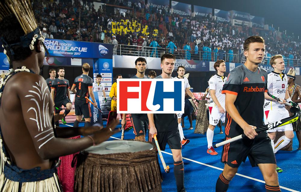 BHUBANESWAR - oa Thijs van Dam (Ned), Thierry Brinkman (Ned), Glenn Schuurman (Ned)  betreden het veld   voor de Hockey World League Final wedstrijd Belgie-Nederland (3-0).   COPYRIGHT KOEN SUYK