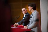 DEU, Deutschland, Germany, Berlin, 16.12.2019: Die beiden neuen SPD-Parteivorsitzenden Norbert Walter-Borjans und Saskia Esken bei einer Pressekonferenz im Willy-Brandt-Haus.