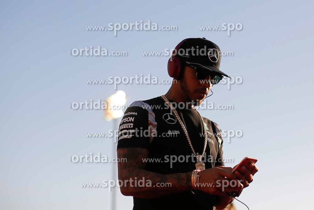 03.04.2016, International Circuit, Sakhir, BHR, FIA, Formel 1, Grand Prix von Bahrain, Rennen, im Bild Lewis Hamilton (GBR) Mercedes AMG F1 // during Race for the FIA Formula One Grand Prix of Bahrain at the International Circuit in Sakhir, Bahrain on 2016/04/03. EXPA Pictures &copy; 2016, PhotoCredit: EXPA/ Sutton Images/ Gasperotti/<br /> <br /> *****ATTENTION - for AUT, SLO, CRO, SRB, BIH, MAZ only*****