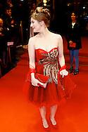 AMSTERDAM - In Tuschinski is de Nederlandse film Valention in premiere gegaan. Diversen bekende Nederlanders kwamen over de rode loper. Met hier op de foto  actrice Lilja Björk Hermannsdóttir. FOTO LEVIN DEN BOER - PERSFOTO.NU