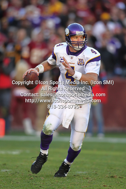 28 NOVEMBER 2010:  Minnesota Vikings quarterback Brett Favre rolls out in game against the Washington Redskins.  The Vikings defeated the Redskins 17-13 at Fed Ex Field in Landover, Md.