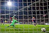 ALKMAAR - 02-04-2016, AZ - PSV, AFAS Stadion, 2-4,  AZ speler Muamer Tankovic scoort hier de 2-4, PSV keeper Jeroen Zoet, doelpunt.