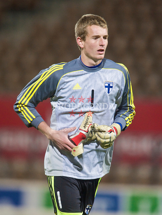 HELSINKI, FINLAND - Friday, October 9, 2009: Finland's goalkeeper Lukas Hradecky (Esbjerg fB) during the UEFA Under-21 Championship Qualifying Round Group 4 match against the Netherlands at the Finnair Stadium. (Pic by David Rawcliffe/Propaganda)