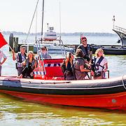 NLD/Muiden/20160825 - Perspresentatie deelnemers Expeditie Robinson 2016, Bartho Braat, Elle van Rijn, Kraantje Pappie, Anna Nooshin, Jessie Jazz Vuijk,