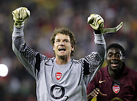 VILLAREAL v ARSENAL 25.04.2006 CHAMPIONS' LEAGUE<br /> JANS LEHMAN ARSENAL CELEBRATES WITH KOLO TOURE AT THE END OF THE MATCH<br /> PHOTO  CARLO BARONCINI FOTOSPORTS INTERNATIONAL