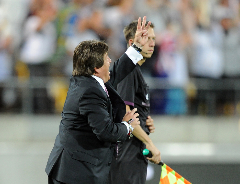 Mexico coach Miguel Herrera signals from the sideline against New Zealand in the World Cup Football qualifier, Westpac Stadium, Wellington, New Zealand, Wednesday, November 20, 2013. Credit:SNPA / Ross Setford
