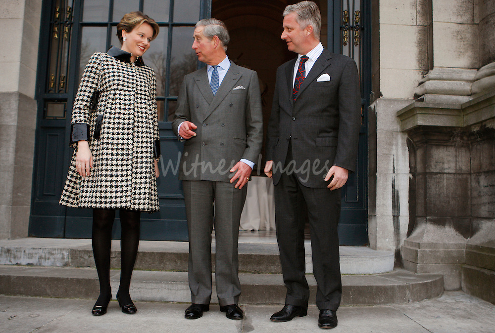 Belgium's Crown Prince Philippe (R) and Princess Mathilde (L) pose with Britain's Prince Charles before a meeting at the Laeken's Royal Palace in Brussels February 13, 2008.  REUTERS/Thierry Roge   (BELGIUM)