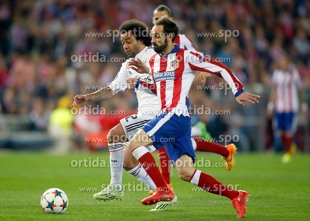 14.04.2015, Estadio Vicente Calderon, Madrid, ESP, UEFA CL, Atletico Madrid vs Real Madrid, Viertelfinale, Hinspiel, im Bild Atletico de Madrid's Juanfran Torres (r) and Real Madrid's Marcelo Vieira // during the UEFA Champions League quarter finals 1st Leg match between Club Atletico de Madrid and Real Madrid CF at the Estadio Vicente Calderon in Madrid, Spain on 2015/04/14. EXPA Pictures &copy; 2015, PhotoCredit: EXPA/ Alterphotos/ Acero<br /> <br /> *****ATTENTION - OUT of ESP, SUI*****