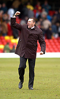 Photo: Leigh Quinnell.<br /> Watford v Luton Town. Coca Cola Championship. 09/04/2006. Watford manager Aidy Boothroyd launches a rally call to the fans.