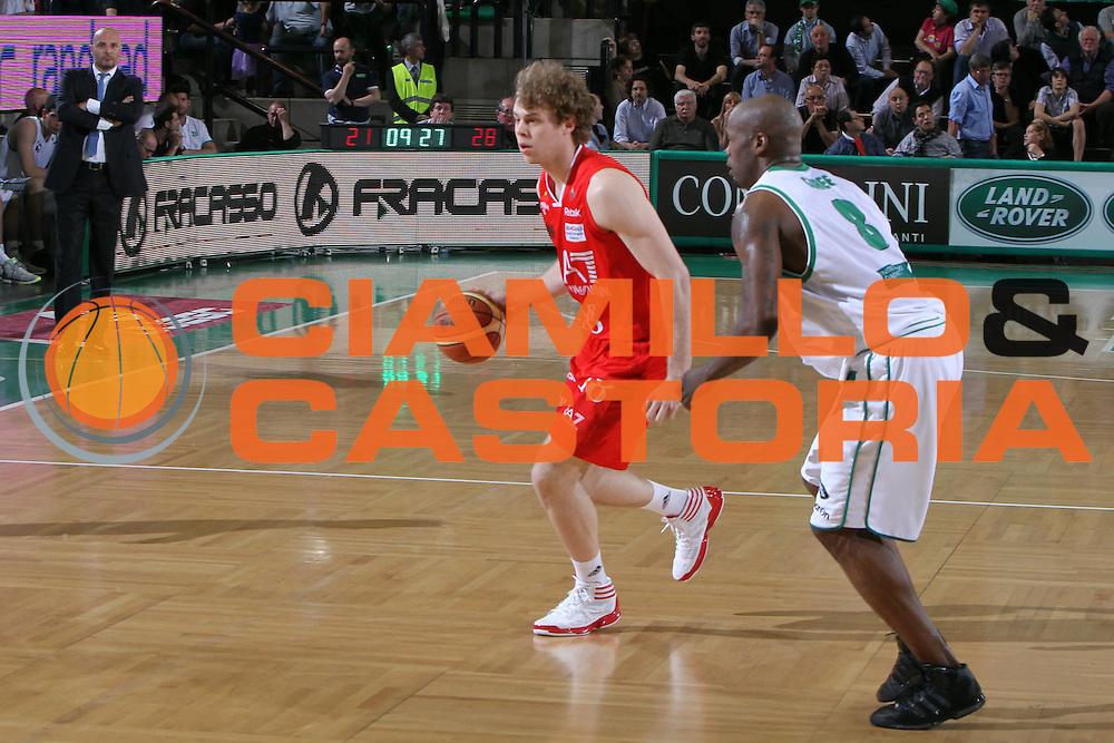 DESCRIZIONE : Treviso Lega A 2011-12 Benetton Treviso EA7 Emporio Armani Milano<br /> GIOCATORE : nicolo melli<br /> SQUADRA : Benetton Treviso EA7 Emporio Armani Milano<br /> EVENTO : Campionato Lega A 2011-2012 <br /> GARA : Benetton Treviso EA7 Emporio Armani Milano<br /> DATA : 02/05/2012<br /> CATEGORIA : Palleggio<br /> SPORT : Pallacanestro <br /> AUTORE : Agenzia Ciamillo-Castoria/G.Contessa<br /> Galleria : Lega Basket A 2011-2012 <br /> Fotonotizia : Treviso Lega A 2011-12 Benetton Treviso EA7 Emporio Armani Milano<br /> Predfinita :