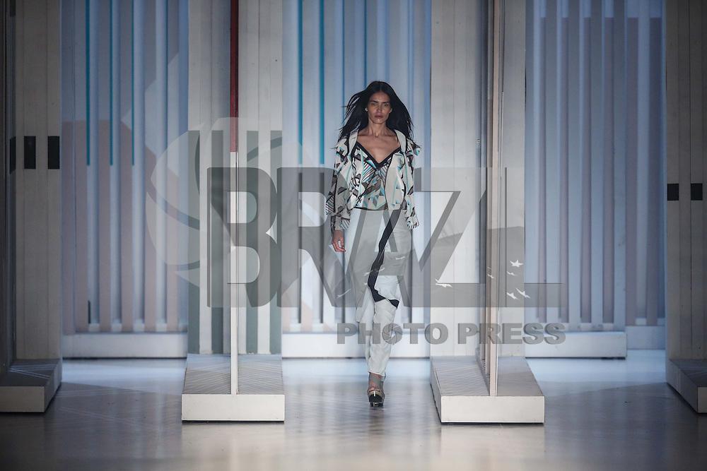 SAO PAULO, SP, 05.11.2014 - SPFW - SACADA - <br /> Desfile da grife Sacada, cole&ccedil;&atilde;o Inverno 2015, durante a 38&ordf; edi&ccedil;&atilde;o da S&atilde;o Paulo Fashion Week (SPFW), no Parque Candido Portin&aacute;rio regiao oeste de Sao Paulo, nesta quarta-feira (05). (Foto: Vanessa Carvalho / Brazil Photo Press).
