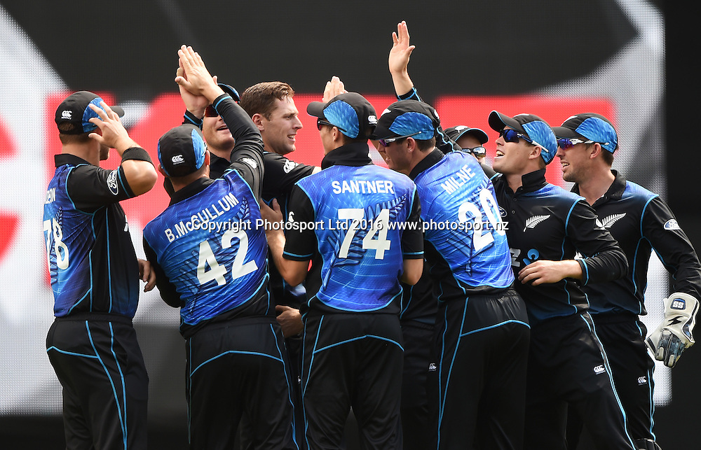 Players celebrate Matt Henry's wicket during the New Zealand Black Caps v Pakistan 3rd ODI cricket match. Eden Park, Auckland, New Zealand. Saturday 31 January 2016. Copyright photo: Andrew Cornaga / www.photosport.nz