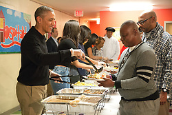 President Barack Obama and family serve Thanksgiving meals to homeless and at-risk veterans at Friendship Place, in Washington, DC, USA, Wednesday November 25, 2015. Photo by Martin H. Simon/Pool/ABACAPRESS.COM  | 525405_004 Washington Etats-Unis United States