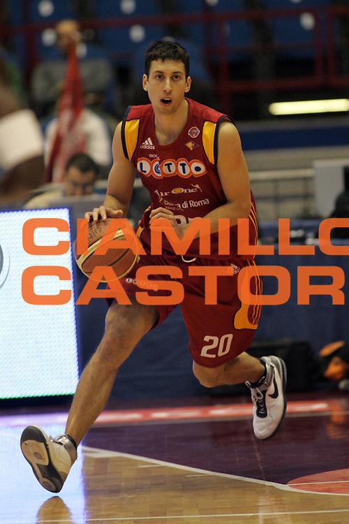 DESCRIZIONE : Milano Lega A1 2007-08 Armani Jeans Milano Lottomatica Virtus Roma<br /> GIOCATORE : Roko Ukic<br /> SQUADRA : Lottomatica Virtus Roma<br /> EVENTO : Campionato Lega A1 2007-2008<br /> GARA : Armani Jeans Milano Lottomatica Virtus Roma<br /> DATA : 18/11/2007<br /> CATEGORIA : Palleggio <br /> SPORT : Pallacanestro<br /> AUTORE : Agenzia Ciamillo-Castoria/G.Landonio<br /> Galleria : Lega Basket A1 2007-2008<br /> Fotonotizia : Milano Campionato Italiano Lega A1 2007-2008 Armani Jeans Milano Lottomatica Virtus Roma<br /> Predefinita :