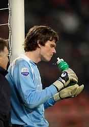 14-04-2010 VOETBAL: FC UTRECHT - FC GRONINGEN: UTRECHT<br /> Pillen voor Brian van Loo<br /> ©2010-WWW.FOTOHOOGENDOORN.NL
