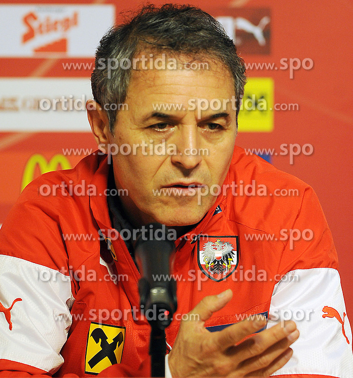 08.10.2015, Gradski Stadion, Podgorica, MNE, UEFA Euro Qualifikation, Montenegro vs Oesterreich, Gruppe G, Training, im Bild Trainer Marcel Koller // during Training before the UEFA EURO 2016 qualifier group G match between Montenegro and Austria at the Gradski Stadion in Podgorica, Montenegro on 2015/10/08. EXPA Pictures © 2015, PhotoCredit: EXPA/ Risto Bozovic