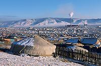Mongolie. Ulaan Batar (Oulan Bator).  Quartier des yourtes. // Mongolia. Ulaan Batar suburb. Yourt area.