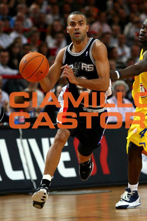 DESCRIZIONE : Paris NBA Europe Live Tour San Antonio Spurs Maccabi Elite Tel Aviv<br /> GIOCATORE : Parker<br /> SQUADRA : San Antonio Spurs<br /> EVENTO : NBA Europe Live Tour<br /> GARA : San Antonio Spurs Maccabi Elite Tel Aviv<br /> DATA : 08/10/2006<br /> CATEGORIA : Penetrazione<br /> SPORT : Pallacanestro<br /> AUTORE : Agenzia Ciamillo-Castoria/L.Lussoso<br /> Galleria : Nba Europe Live Tour<br /> Fotonotizia : Paris NBA Europe Live Tour San Antonio Spurs Maccabi Elite Tel Aviv<br /> Predefinita :