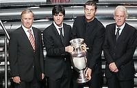 Fussball, Gruppenauslosung Euro 2008 in Luzern, 02.12.2007, Die Trainer der Gruppe B; Josef Hickersberger (AUT), Joachim Loew (GER), Slaven Bilic (CRO) und Leo Beenhakker (POL rechts vlnr)