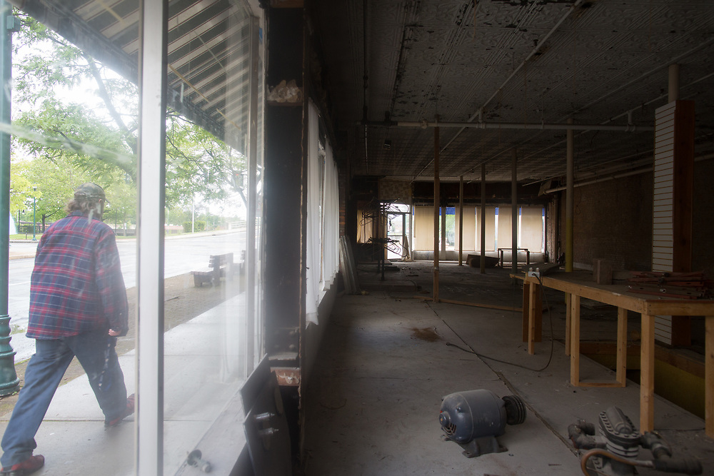 Many street level retail spaces are vacant on Main Street in Elmira, New York on Thursday, May 25, 2017. CREDIT: Mike Bradley for the Wall Street Journal<br /> RIPPLES