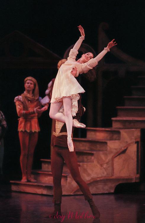 Sacramento Ballet production of Romeo and Juliet, February 9, 2000.  Sacramento Community Center..Tricia Sundbeck as Juliet.  Gennadi Saveliev as Romeo.
