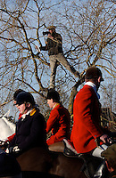 Fox Hunting.Mortimer, England, December 27th, 2004 - Vale of Aylesbury with Garth and south hunt, David Fleming doing speech on meet at 11 am near by Horse & Groom