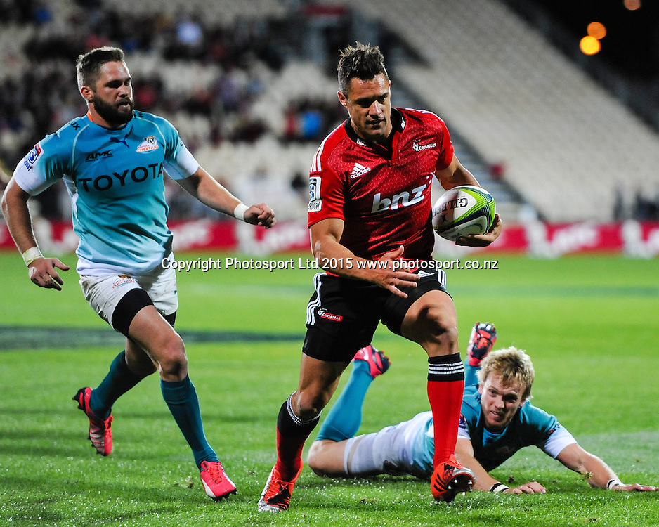 Dan Carter of the Crusaders runs in for a try during the Super Rugby match, Crusaders v Cheetahs, 21 March 2015 at AMI Stadium, Christchurch. Copyright Photo: John Davidson / www.Photosport.co.nz