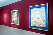 Koning Willem-Alexander bij de opening van de tentoonstelling &lsquo;Seurat. Meester van het pointillisme&rsquo; in het Kroller-Muller Museum. <br /> <br /> King Willem-Alexander at the opening of the exhibition 'Seurat. Master of Pointillism 'in the Kr&ouml;ller-M&uuml;ller Museum.<br /> <br /> Op de foto / On the photo: Twee werken van Seurat