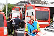 Mannheim. 29.07.17 | &Uuml;bung um M&uuml;hlauhafen<br /> M&uuml;hlauhafen. Rettungs&uuml;bung von Feuerwehr DLRG und ASB. Das Szenario: Ein Fahrgastschiff brennt und die Passagiere m&uuml;ssen gerettet werden. <br /> Auf der MS Oberrhein wird ge&uuml;bt. Dazu ankert das Schiff in der Fahrrinne des M&uuml;hlauhafens. Das Feuerl&ouml;schboot Metropolregion 1 kommt dazu.<br /> <br /> BILD- ID 0909 |<br /> Bild: Markus Prosswitz 29JUL17 / masterpress (Bild ist honorarpflichtig - No Model Release!)