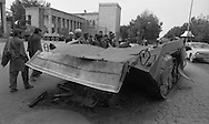 after the coup d etat of the communist party against Daoud. / army and destroyed tank in front of the presidential palace  Kabul  Afghanistan   / chars detruits devant le palais presidentiel et la poste. apres le coup d etat du parti communiste contre Daoud,   Kaboul  Afghanistan nb 24292 3 / AFG24292 3