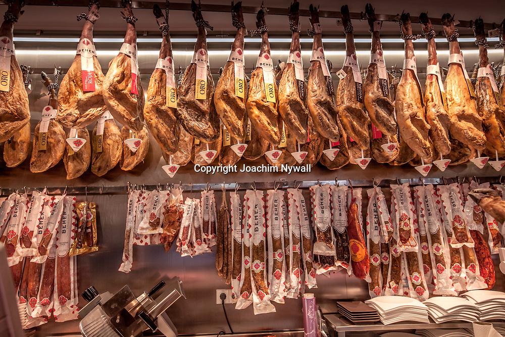 2016 02 17 Malaga Andalusien Spanien<br /> Restauranger i centrala Malaga<br /> Luft torkad skinka<br /> ----<br /> FOTO : JOACHIM NYWALL KOD 0708840825_1<br /> COPYRIGHT JOACHIM NYWALL<br /> <br /> ***BETALBILD***<br /> Redovisas till <br /> NYWALL MEDIA AB<br /> Strandgatan 30<br /> 461 31 Trollh&auml;ttan<br /> Prislista enl BLF , om inget annat avtalas.