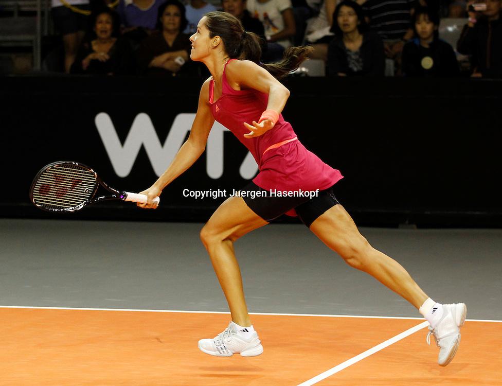 Commonwealth Bank Tournament of Champions  2011, WTA Tour, Damen Hallen Tennis Turnier in Bali ,Indonesien,.Ana Ivanovic (SRB) laeuft, sprinted zurueck zur Grundlinie,Aktion,Einzelbild,.Querformat,Ganzkoerper,