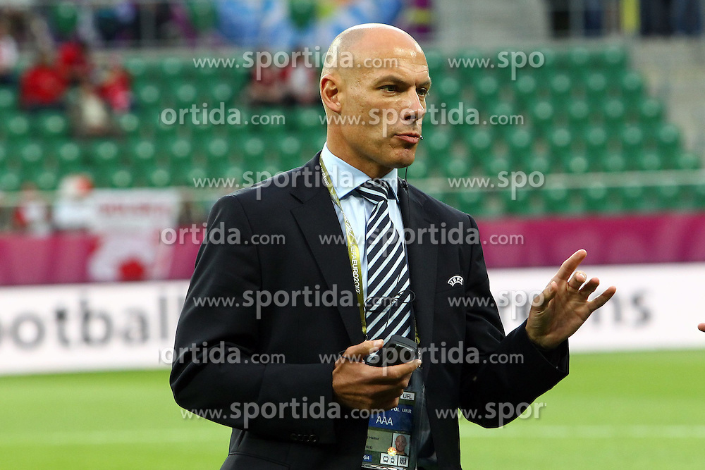 08.06.2012, Staedtisches Stadion, Breslau, POL, UEFA EURO 2012, Russland vs Tschechien, Gruppe A, im Bild HOWARD WEBB (REFEREE) // during the UEFA Euro 2012 Group A Match between Russia and Czech Republic at the Municipal Stadium, Wroclaw, Poland on 2012/06/08. EXPA Pictures © 2012, PhotoCredit: EXPA/ Newspix/ Jakub Piasecki..***** Jakub Piasecki..***** ATTENTION - for AUT, SLO, CRO, SRB, SUI and SWE only *****
