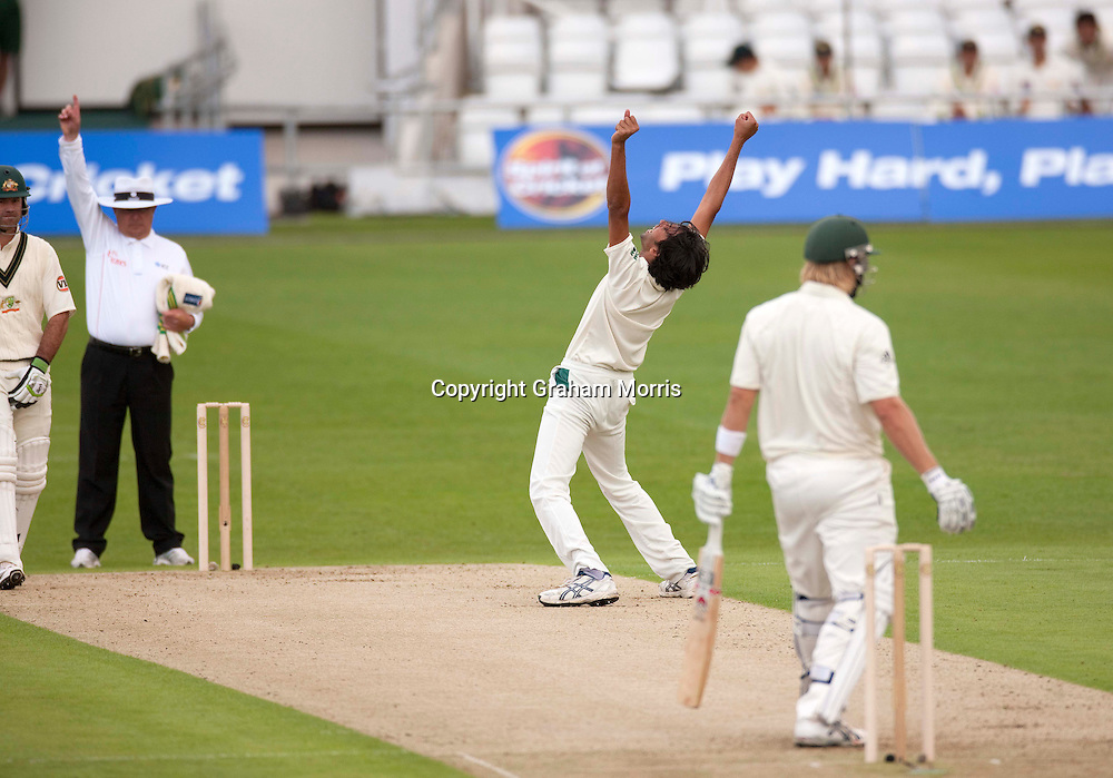 Mohammad Asif appeals as umpire Ian Gould gives Shane Watson out lbw in the second MCC Spirit of Cricket Test Match between Pakistan and Australia at Headingley, Leeds.  Photo: Graham Morris (Tel: +44(0)20 8969 4192 Email: sales@cricketpix.com) 21/07/10