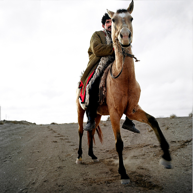 NR02542 / Le cheval Akhal Teke est un pur sand Turkmen.<br /> Darvaza,Turkmenistan, Octobre 2006.<br /> <br /> <br /> NR02542 / The horse Akhal Teke is Turkmen.<br /> Darvaza,Turkmenistan, Octobre 2006.<br /> &copy; Nicolas Righetti / Lundi13