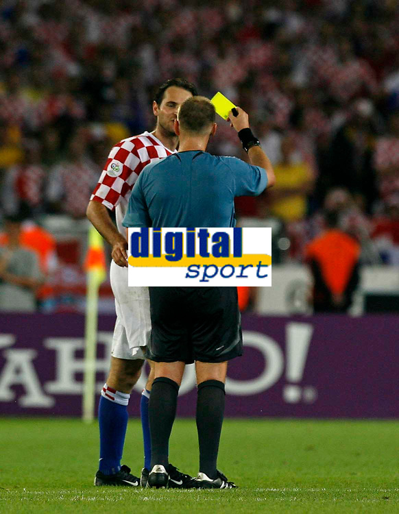 Photo: Glyn Thomas.<br />Croatia v Australia. Group F, FIFA World Cup 2006. 22/06/2006.<br /> Referee Graham Poll (R) shows one of three yellow cards to Croatia's Josip Simunic.