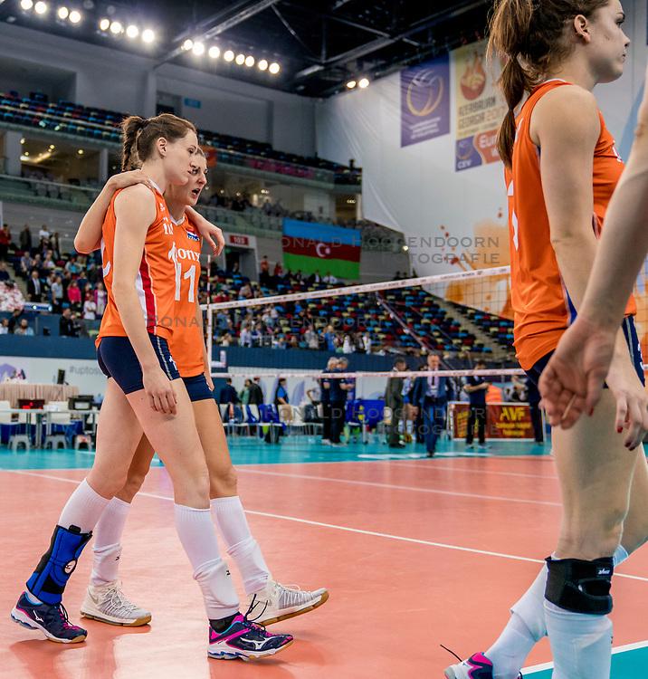 01-10-2017 AZE: Final CEV European Volleyball Nederland - Servie, Baku<br /> Nederland verliest opnieuw de finale op een EK. Servi&euml; was met 3-1 te sterk / Lonneke Sloetjes #10 of Netherlands, Anne Buijs #11 of Netherlands