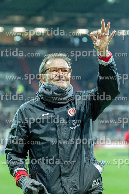 02.12.2016, Millerntor, Hamburg, GER, 2. FBL, FC St. Pauli vs 1. FC Kaiserslautern, 15. Runde, im Bild Cheftrainer Ewald Lienen (St. Pauli) haelt einen Schluessel hoch und zeigt ihn in das Publikum // during the 2nd German Bundesliga 15th round match between FC St. Pauli and 1. FC Kaiserslautern at the Millerntor in Hamburg, Germany on 2016/12/02. EXPA Pictures &copy; 2016, PhotoCredit: EXPA/ Eibner-Pressefoto/ Hommes<br /> <br /> *****ATTENTION - OUT of GER*****