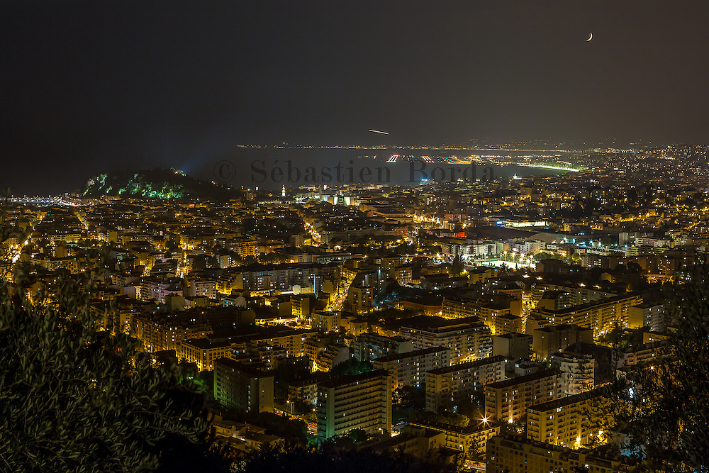 Vue de nuit sur la ville de Nice depuis l'observatoire de Nice // View at night of Nice from observatory view point