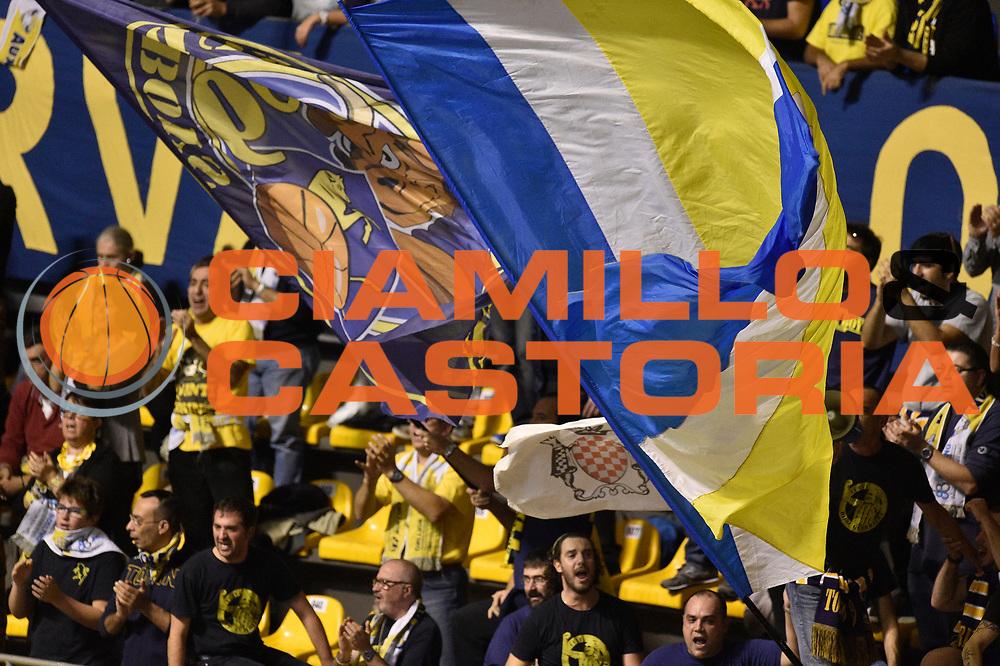 DESCRIZIONE : Torino Lega A 2015-16  Manital Auxilium Torino vs Umana Reyer Venezia<br /> GIOCATORE : Pubblico<br /> CATEGORIA : Tifosi<br /> SQUADRA : Manital Auxilium Torino<br /> EVENTO : Campionato Lega A 2015-2016<br /> GARA : Manital Auxilium Torino vs Umana Reyer Venezia<br /> DATA : 18/10/2015<br /> SPORT : Pallacanestro <br /> AUTORE : Agenzia Ciamillo-Castoria/GiulioCiamillo<br /> Galleria : Lega Basket A 2015-2016  <br /> Fotonotizia : Torino  Lega A 2015-16 Manital Auxilium Torino vs Umana Reyer Venezia<br /> Predefinita :