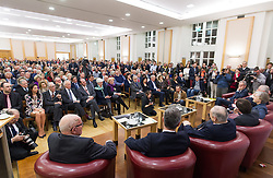 "11.03.2016, Diplomatische Akademie, Wien, AUT, Bürger Salon Podiumsdiskussion zur Präsidentschaftswahl 2016 mit dem Titel ""Was sind meine Ziele für das Amt des Bundespräsidenten?"", im Bild Übersicht Zuschauer mit Diskutanten // Overview during an open forum according to austrian presidential elections at Diplomatic Academy in Vienna, Austria on 2016/03/11, EXPA Pictures © 2016, PhotoCredit: EXPA/ Michael Gruber"
