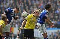 FUSSBALL   1. BUNDESLIGA   SAISON 2011/2012   31. SPIELTAG FC Schalke 04 - Borussia Dortmund                      14.04.2012 Jermaine Jones (li) und Raul (re, beide FC Schalke 04) gegen Marcel Schmelzer (Mitte, Borussia Dortmund)