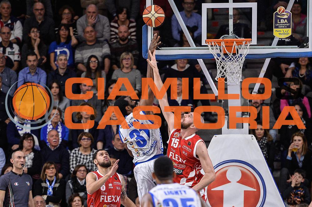 Gani Lawal, Andrea Crosariol<br /> Banco di Sardegna Dinamo Sassari - The Flexx Pistoia Basket<br /> Legabasket Serie A LBA Poste Mobile 2016/2017<br /> Sassari 04/03/2017