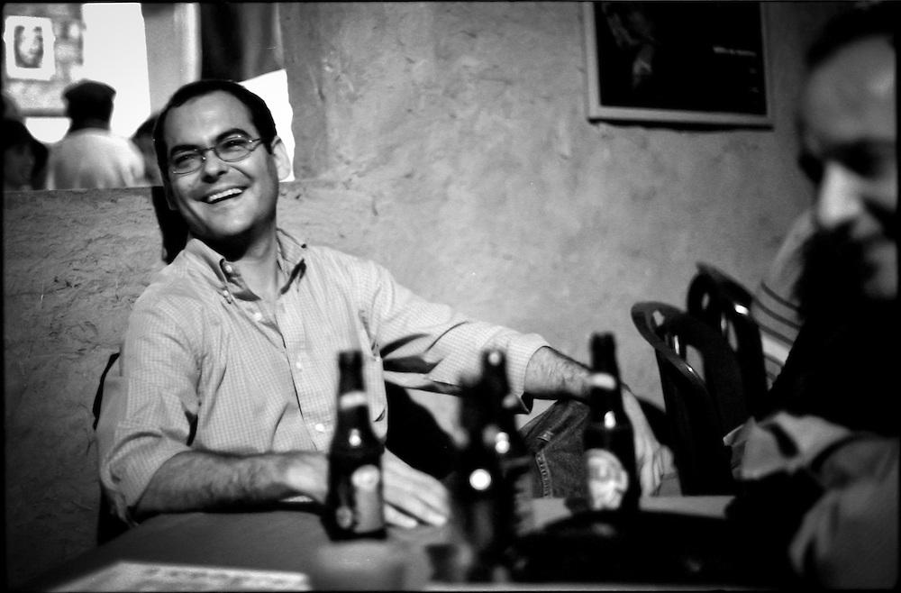 PORTRAITS / RETRATOS<br /> <br /> Tom&aacute;s Rodr&iacute;guez<br /> Curador de Fotograf&iacute;a<br /> Maracaibo, Estado Zulia - Venezuela 2002<br /> <br /> (Copyright &copy; Aaron Sosa)