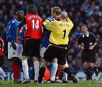 Fotball<br /> England 2004/22005<br /> Foto: SBI/Digitalsport<br /> NORWAY ONLY<br /> <br /> Portsmouth v Blackburn Rovers<br /> 15/1/2005<br /> Barclays Premiership<br /> <br /> Portsmouth's Lua Lua gets involved in a push and shove with  Blackburn's Nils-Eric Johansson. The Pompey striker was sent off.