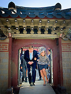 3-11-2014 - SEOUL - King Willem Alexander and Queen Maxima during a Guided tour Gyeongbokgung palace complex / Hamel play during a 2 days State visit of king Willem-alexander and queen Maxima to South Korea . COPYRIGHT ROBIN UTRECHT