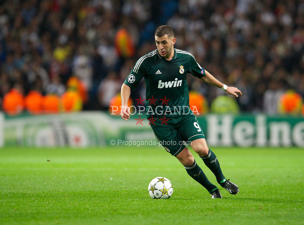 MANCHESTER, ENGLAND - Wednesday, November 21, 2012: Real Madird CF's Karim Benzema in action against Manchester City during the UEFA Champions League Group D match at the City of Manchester Stadium. (Pic by David Rawcliffe/Propaganda)
